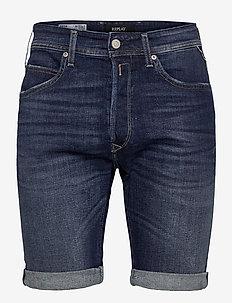 T-Shirt - denim shorts - medium blue