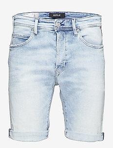 T-Shirt - denim shorts - superlight blue