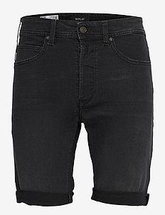 T-Shirt - denim shorts - dark grey