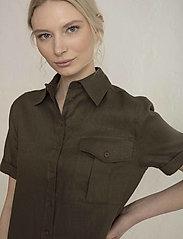 Residus - PINE LINEN SHIRT - overhemden met korte mouwen - dark pine - 3