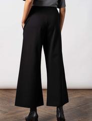 Residus - Lottie Ecovero Wide Pants - pantalons larges - black - 4