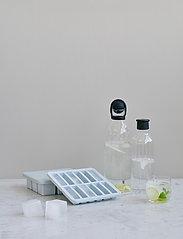 RIG-TIG - FREEZE-IT ice cube tray with lid - isbiter og isbrett - light blue - 1