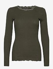 Rosemunde - Organic t-shirt regular w/lace - långärmade toppar - black green - 0