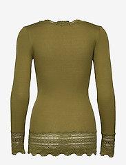 Rosemunde - Silk t-shirt medium ls w/wide lace - langermede topper - leaf green - 1