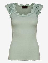 Silk top regular w/wide lace - BLUE MINT
