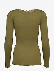 Rosemunde - Silk t-shirt regular ls w/rev vinta - long-sleeved tops - leaf green - 1