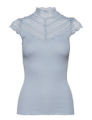 Silk t-shirt regular ss w/wide lace - DUSTY BLUE