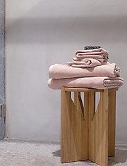 Rosemunde - towel 95x140cm - hand towels & bath towels - vintage powder - 2