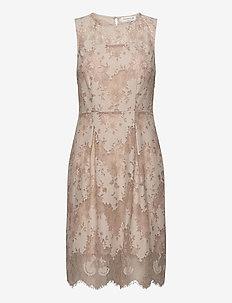 Dress - sukienki do kolan i midi - whisper beige w/cacao