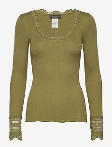 Silk t-shirt regular ls w/wide lace - langermede topper - leaf green