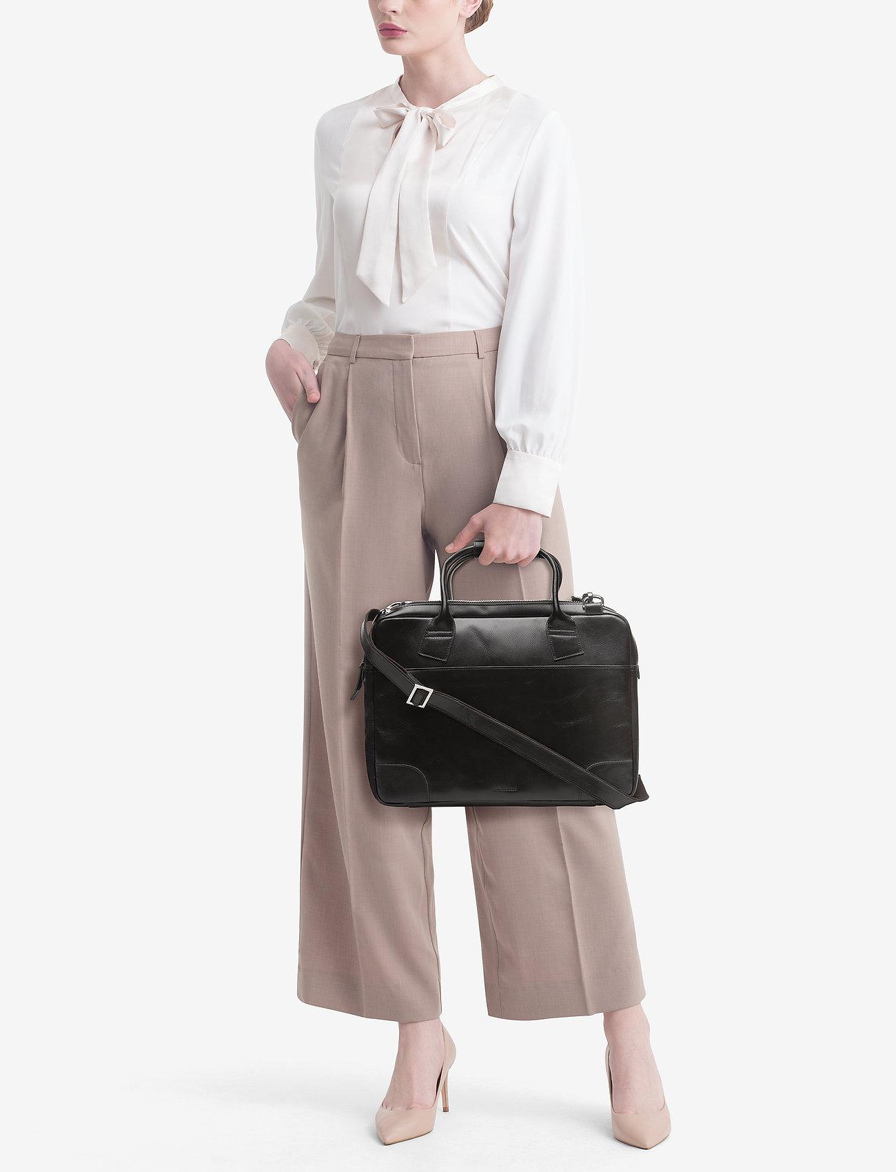 Royal RepubliQ - Nano big zip bag leather - laptop-tassen - black