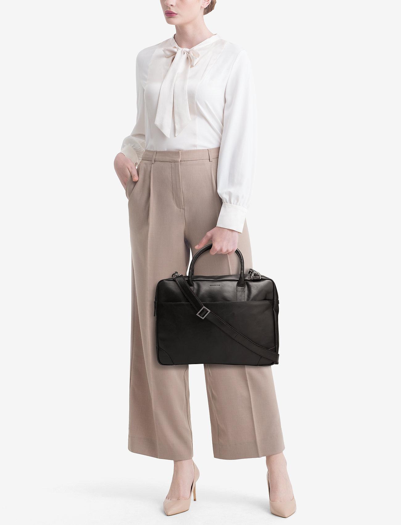 Royal RepubliQ Explorer laptop bag single - BLACK