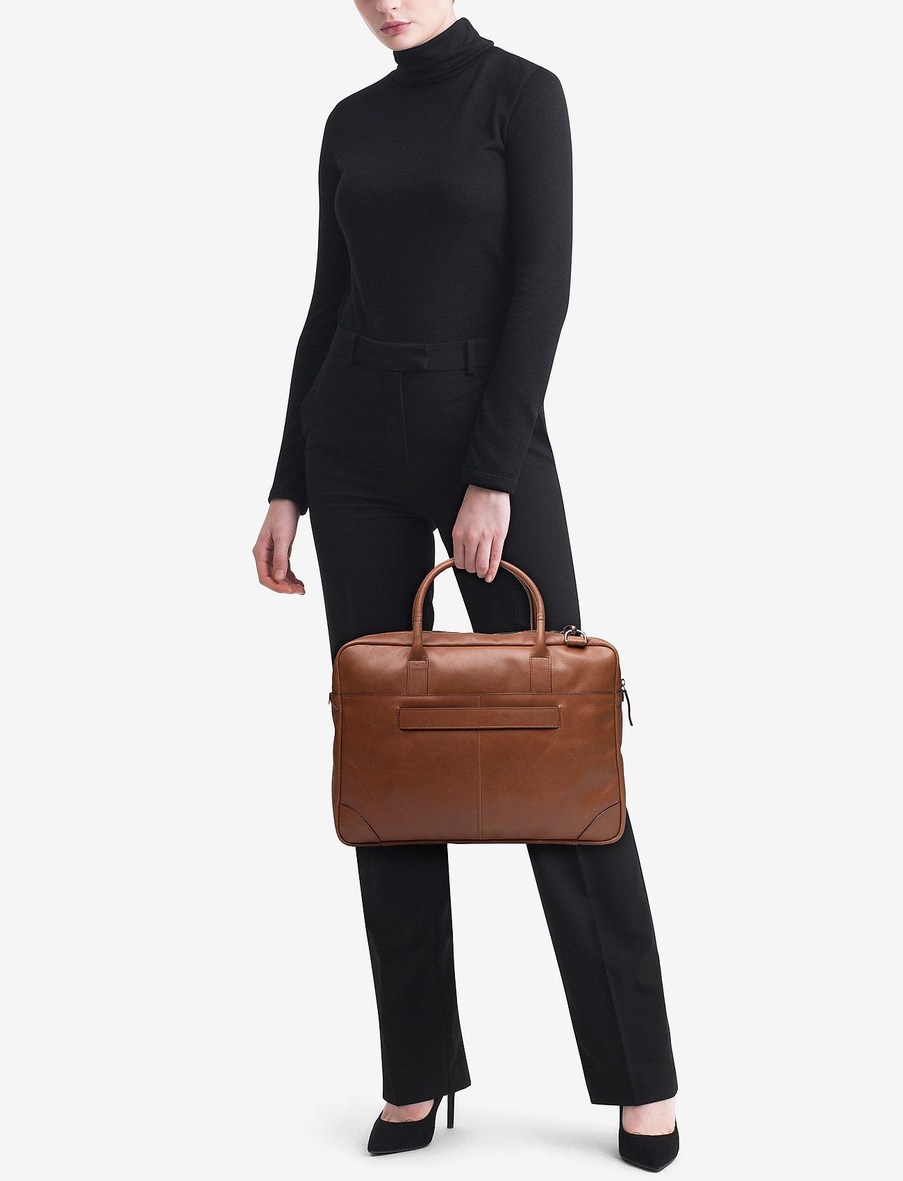 Royal RepubliQ Explorer laptop bag single - COGNAC