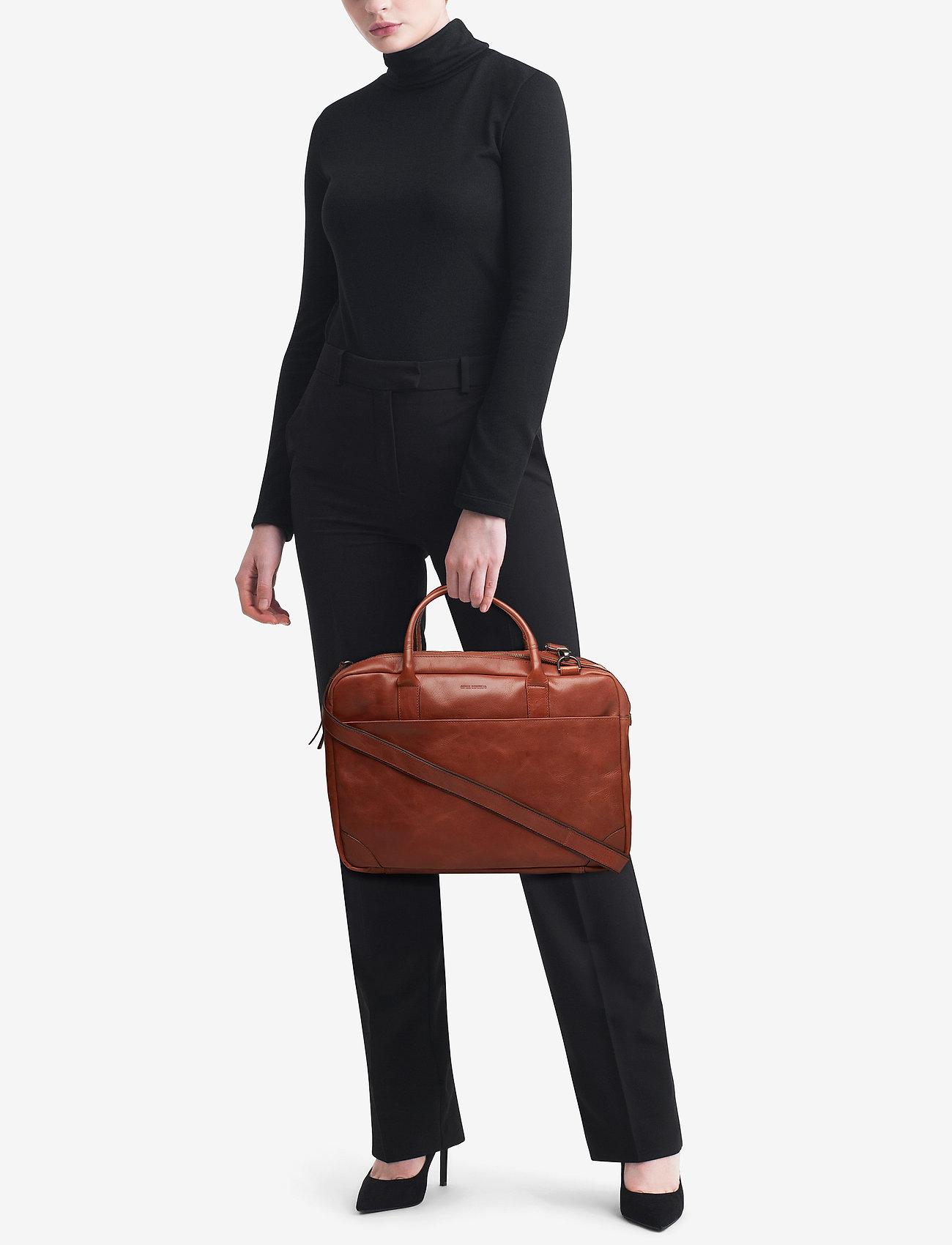 Royal RepubliQ Explorer laptop bag double - COGNAC