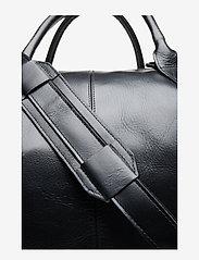 Royal RepubliQ - Supreme Day Bag - sacs de voyage - black - 4