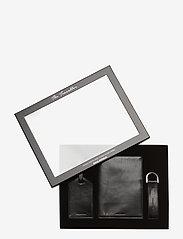 Royal RepubliQ - The Traveller Gift Box - travel accessories - black - 0