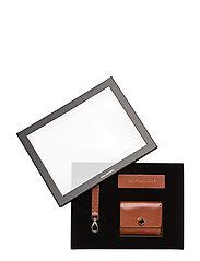 The Modernist Gift Box - COGNAC
