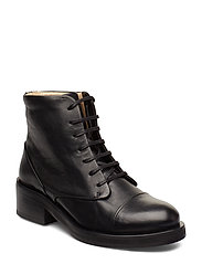 District Lace Up Boot - BLACK