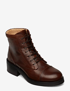District Lace Up Boot - CHESTNUT