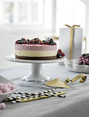 Sagaform - Piccadilly cake plate on foot - kakefat - white - 1