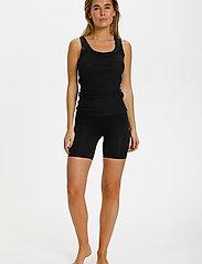 Saint Tropez - T5920, NinnaSZ Microfiber Shorts - cykelshorts - black - 3
