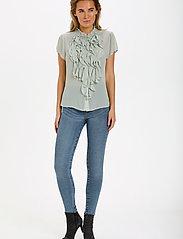 Saint Tropez - LillySZ SS Shirt - kortärmade blusar - desert sage - 3