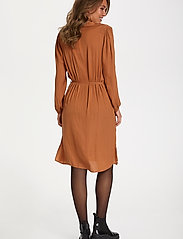 Saint Tropez - EsraSZ Dress - alledaagse jurken - pecan brown - 4
