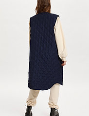 Saint Tropez - DiaraSZ Long Vest - puffer vests - blue deep - 4