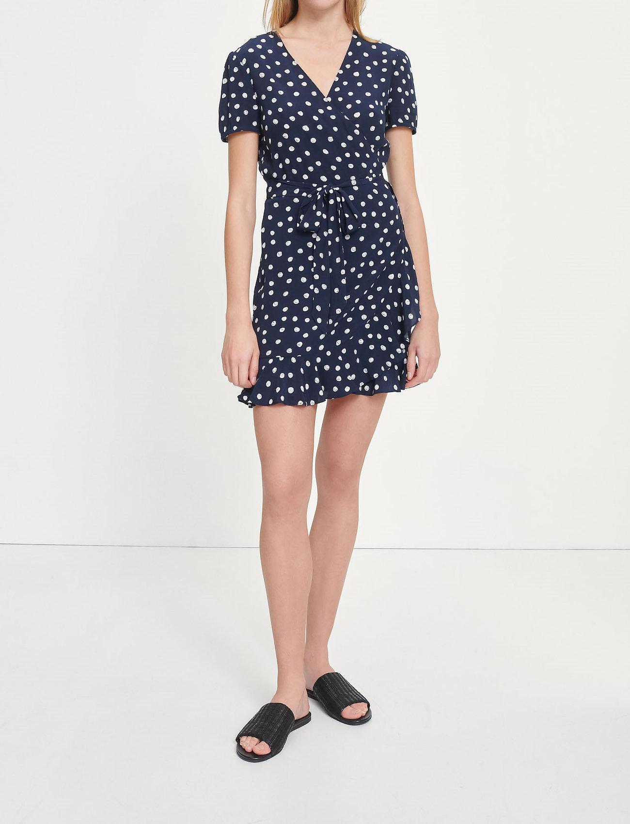 Samsøe Samsøe - Linetta dress aop 10056 - omlottklänningar - blue doodle dot - 0