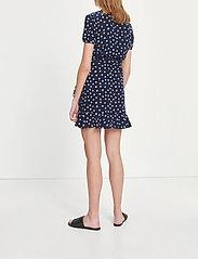 Samsøe Samsøe - Linetta dress aop 10056 - omlottklänningar - blue doodle dot - 3