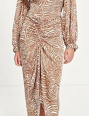 Samsøe Samsøe - Daaliya long dress aop 12887 - maxikjoler - mountain zebra - 4