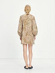Samsøe Samsøe - Aram short dress aop 10783 - summer dresses - mountain zebra - 3
