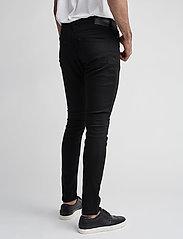 Samsøe Samsøe - Stefan jean 5890 - džinsa bikses ar tievām starām - black rinse - 3
