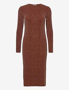 Jenara dress 12821 - strikkjoler - strata