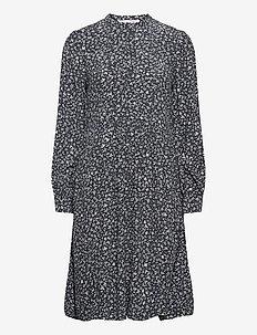 Nusa shirt dress aop 10864 - skjortekjoler - snowflake