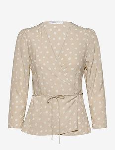 Britt wrap blouse aop 10864 - langærmede bluser - rice doodle dot