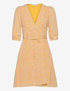 Britt ss wrap dress aop 10864 - sommerkjoler - golden aster