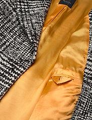 SAND - 7416 - Clareta Belt - wollen jassen - pattern - 4