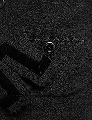 SAND - 6120 - Wren B - colberts - black - 3