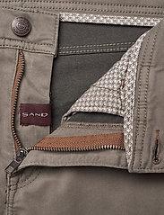 """SAND - Suede Touch - Burton NS 30"""" - slim jeans - dark army - 3"""