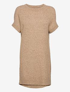 5210 - Izadi Dress - stickade klänningar - camel