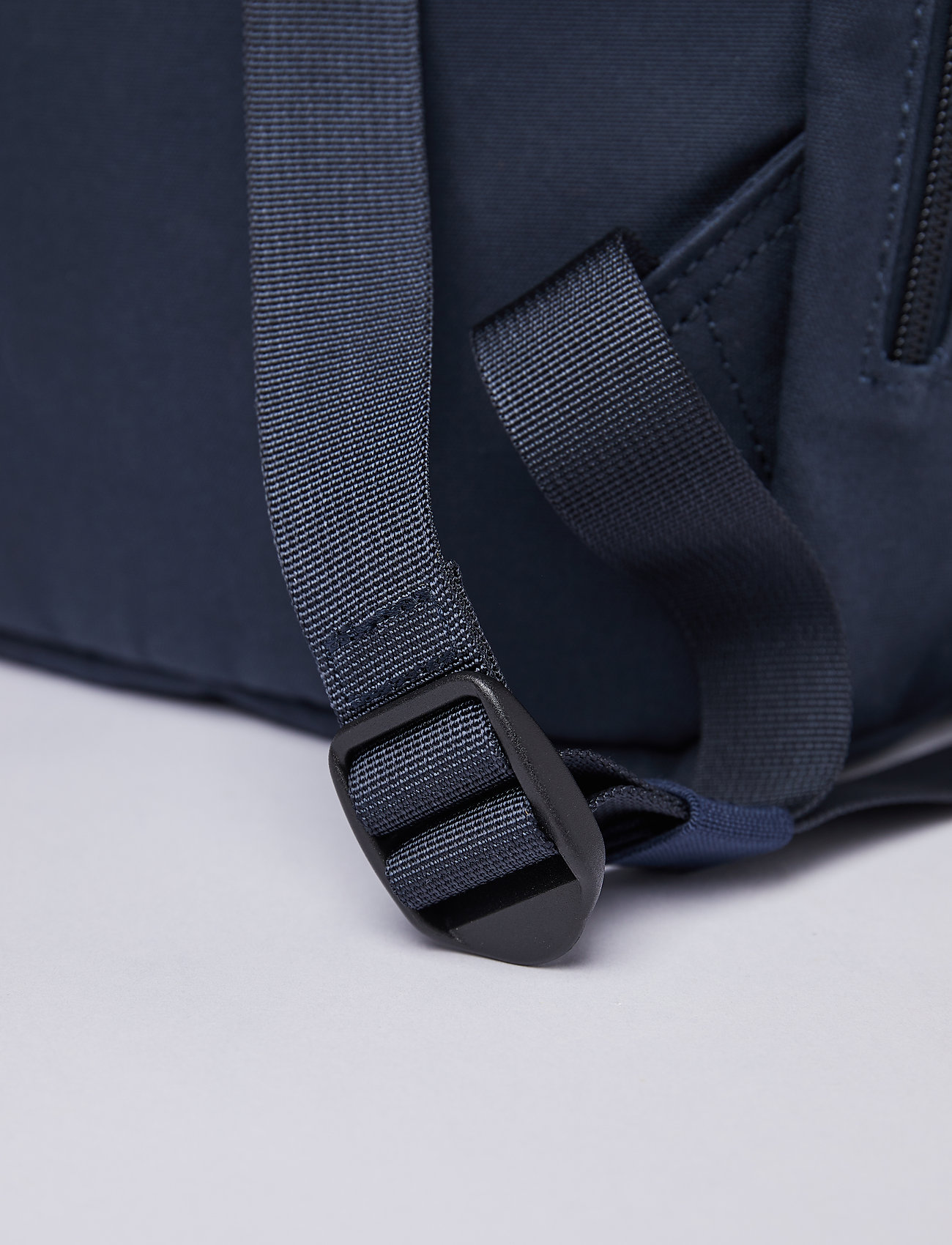 SANDQVIST - KAJ - tassen - navy blue with navy webbing - 8