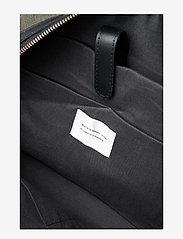 SANDQVIST - HOLLY - torby weekendowe - beluga with black leather - 3