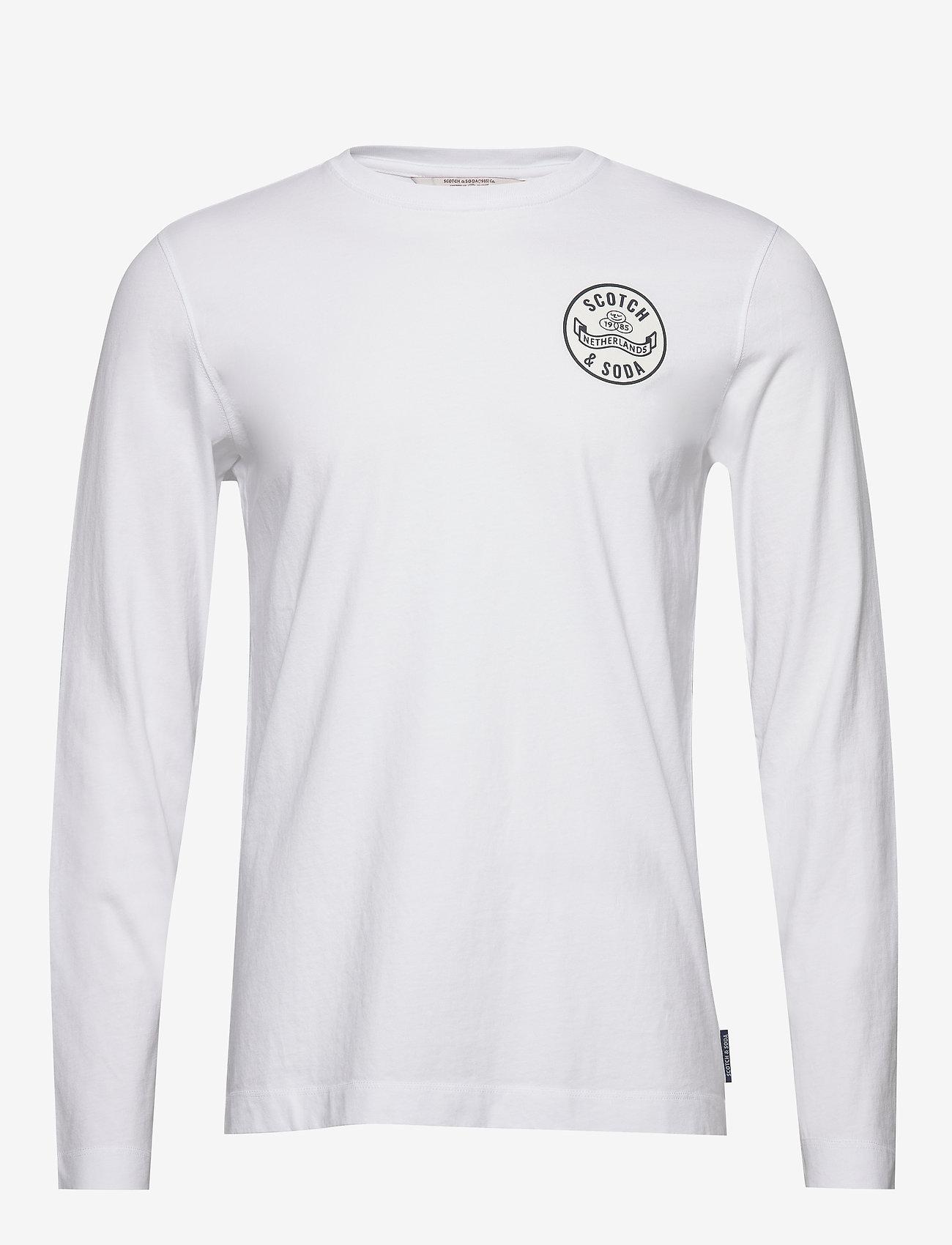 Scotch & Soda - Organic cotton longsleeve tee with chest artwork - basic t-shirts - white - 0