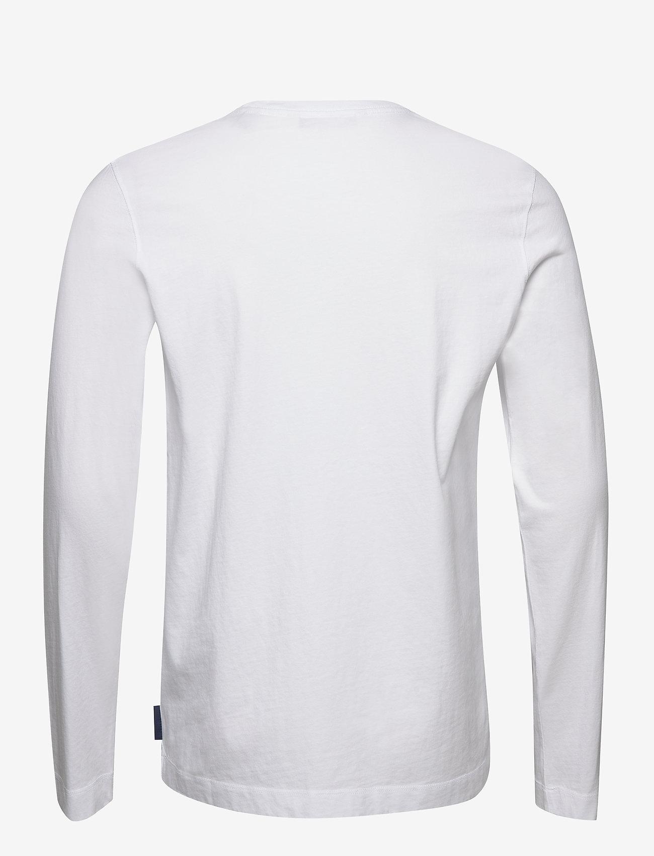 Scotch & Soda - Organic cotton longsleeve tee with chest artwork - basic t-shirts - white - 1