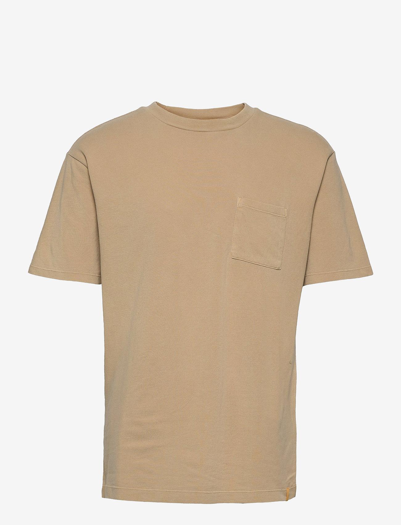 Scotch & Soda - Organic cotton garment-dyed pique crewneck t-shirt - podstawowe koszulki - sand - 0