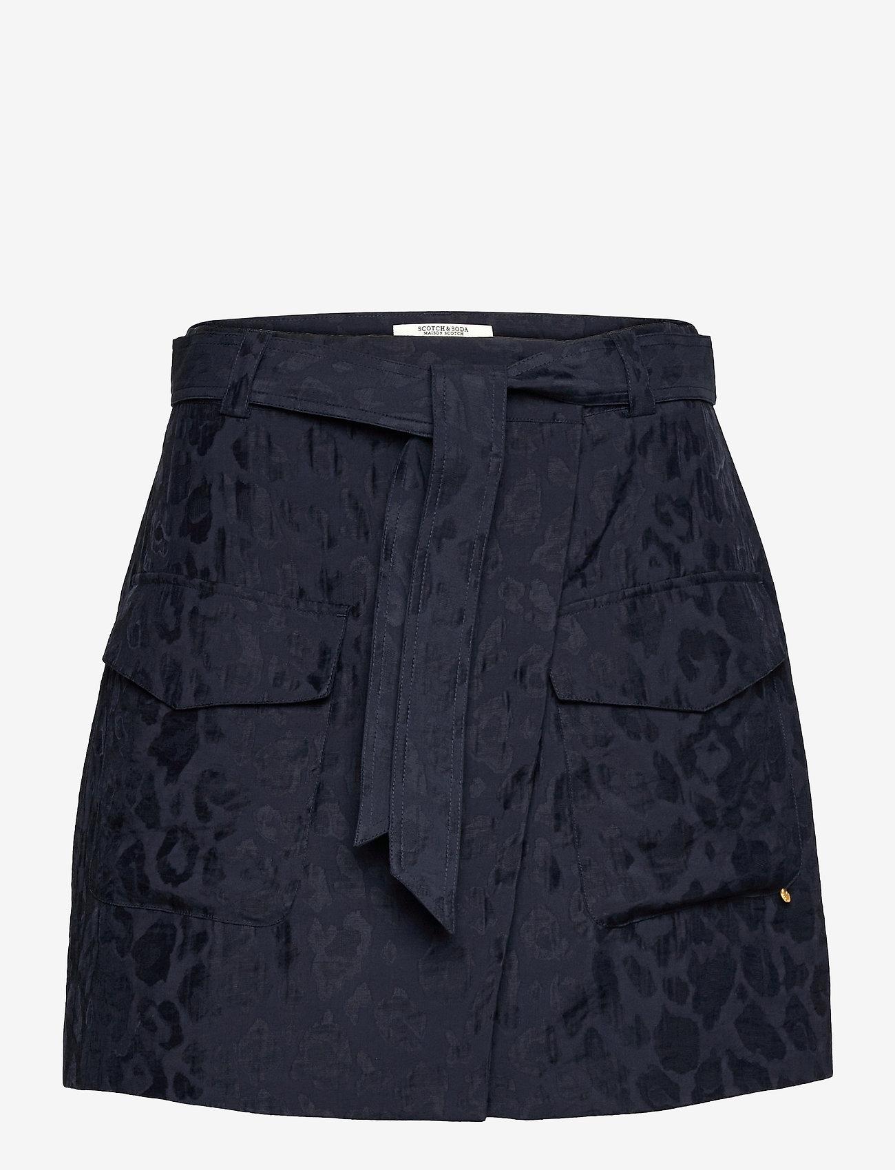 Scotch & Soda - Wrap-over skirt in animal jacquard Tencel™ quality - omlottkjolar - night - 0