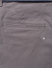Scotch & Soda - Ams Blauw Stuart chino with belt in stretch peached quality - chinos - grey - 5