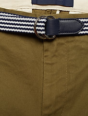Scotch & Soda - Ams Blauw Stuart chino with belt in stretch peached quality - chinos - military green - 5