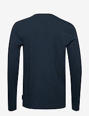 Scotch & Soda - Organic cotton longsleeve tee with chest artwork - t-shirts basiques - night - 1